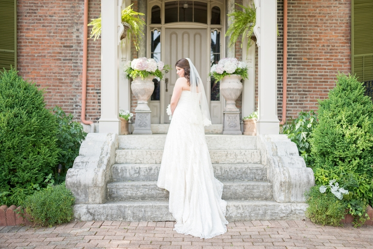 beautiful-spring-garden-fountain-wedding-at-taylor-mansion-in-columbus-ohio_0045